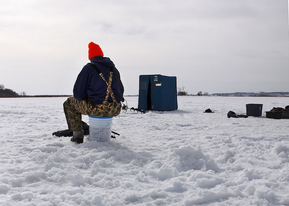 141224 icefishing-articleimg