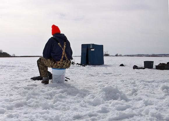 141224 icefishing-articleimg