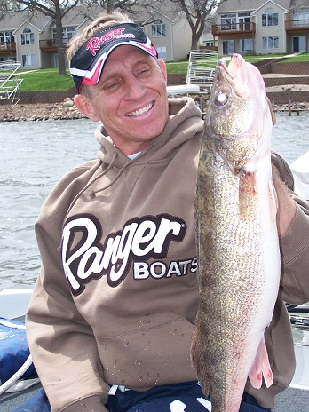 WALLEYES IN RIVERS RIGHT NOW